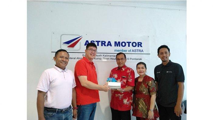 HUT 49th Astra Motor, Tribun Pontianak Berikan Kue Ucapan Selamat