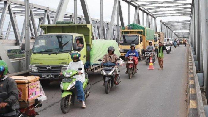 Satarudin Ingatkan Warga Berhati-hati Melintas Jembatan Landak