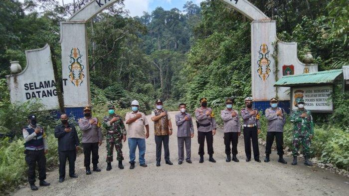 Kapolres Melawi Bersama Bupati Tinjau Pos Perbatasan Kalimnatan Barat dan Kalimantan Tengah