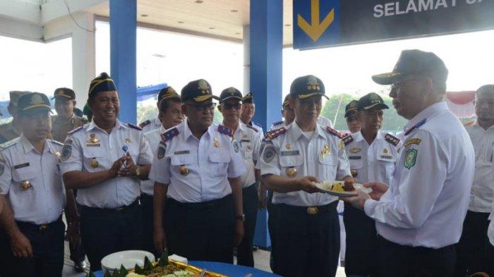 Gubernur Kalimantan Barat Pimpin Langsung Upacara Peringatan Hari Jadi Perhubungan ke 73 - perhubungan_20180917_163820.jpg
