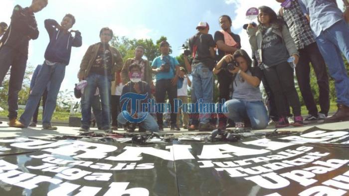 Jurnalis di Kalbar Tuntut Upah Layak - peringatan-hari-pers-internasional_20160503_140431.jpg