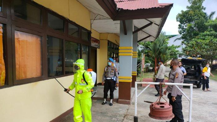 Satgas Aman Nusa Polres Melawi Semprotkan Disinfektan di Perkantoran dan Ruang Publik