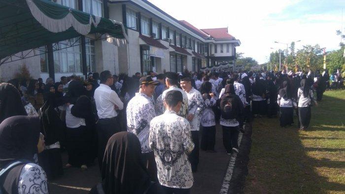 Ratusan Guru Ikuti Upacara HUT PGRI ke-74 di Sambas