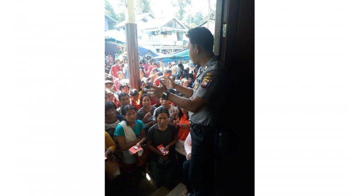 Personel Polsek Kayan Hulu Siap Siaga Hadapi Serbuan Warga Antre Dana PKH