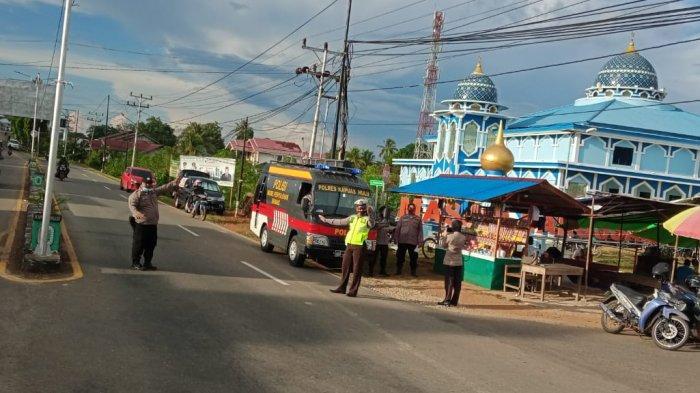 Polres Kapuas Hulu Bersama TNI Dan Sat Pol PP Berikan Pengamanan di Pasar Juadah