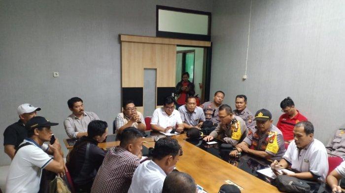 Polres Landak Terjunkan Puluhan Personel ke PT GP, Amankan Tuntutan Pembayaran Gaji Karyawan