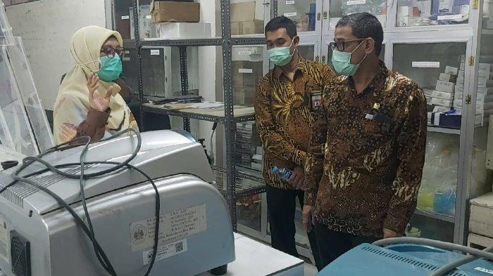 FOTO : Anggota DPR RI Asal Kalbar Tinjau Mesin Pendeteksi Virus Corona di RS Untan Pontianak - perwakilan-dari-untan-dan-anggota-dpr-ri-asal-kalbar1.jpg