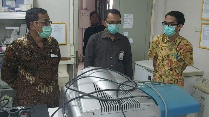 FOTO : Anggota DPR RI Asal Kalbar Tinjau Mesin Pendeteksi Virus Corona di RS Untan Pontianak - perwakilan-dari-untan-dan-anggota-dpr-ri-asal-kalbar2.jpg