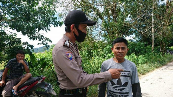Patroli Dialogis, Bripka Beni Beri Pesan Kamtibmas dan Pencegahan Covid-19 pada Warga