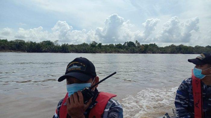 Lantamal XII TNI AL Pontianak Terjunkan Pesawat Lakukan Pencarian Korban Kapal Tenggelam di Kalbar