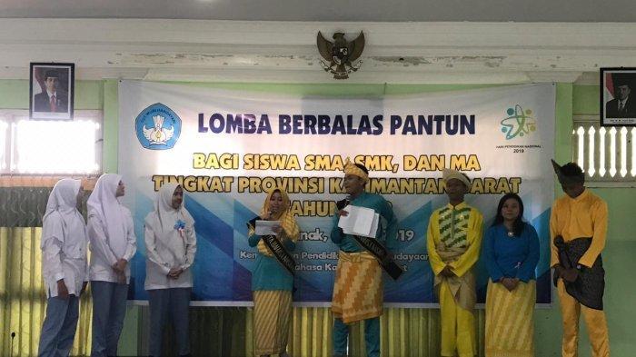 UPT Balai Bahasa Kalbar Gelar Lomba Berbalas Pantun bagi Siswa SMA/MA/SMK Se-Kalimantan Barat - peserta-lomba-berbalas-pantun-berasal-dari-smamasmk-se-kalimantan-barat.jpg
