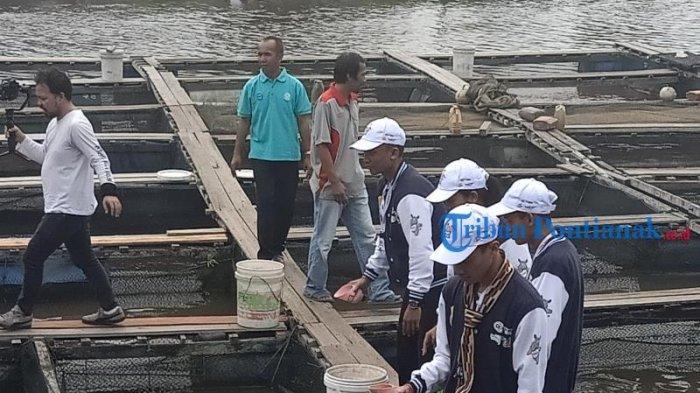 FOTO: Peserta Program SMN 2019 BUMN Hadir Untuk Negeri dari Bali Kunjungi Tambak Ikan di Mempawah - peserta-smn-2019-asal-bali-di-mempawah.jpg