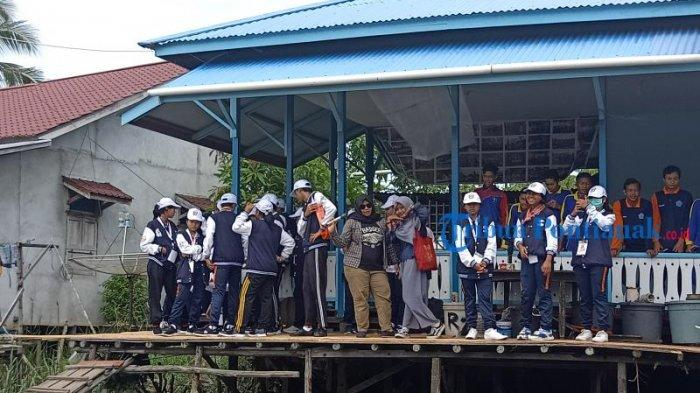 FOTO: Peserta Program SMN 2019 BUMN Hadir Untuk Negeri dari Bali Kunjungi Tambak Ikan di Mempawah - peserta-smn-2019-dari-bali-di-mempawah-8.jpg