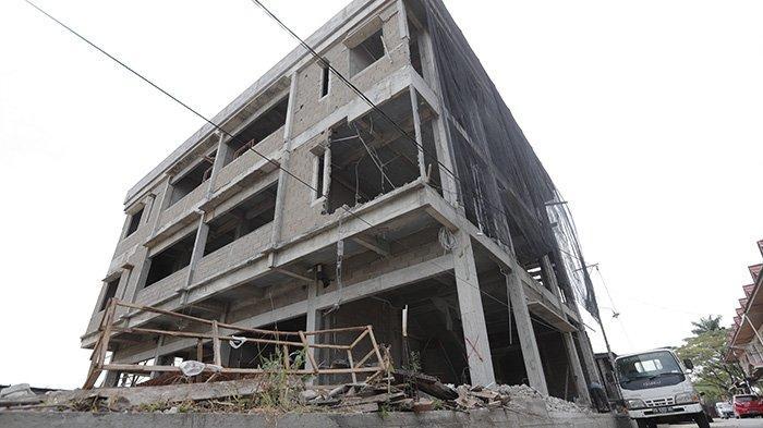 Tak Kantongi IMB, Satu Dari Empat Unit Ruko di Purnama Agung V Dibongkar Petugas
