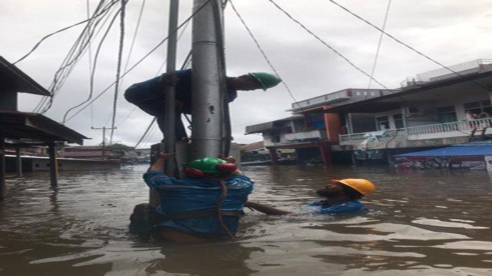 Amankan Jiwa Warga dan Aset Kelistrikan Pasca Banjir, PLN Terpaksa Stop Aliran Listrik di Putussibau