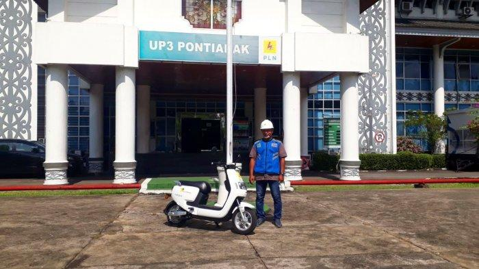 Petugas PLN Pakai Motor Listrik Guna Operasional Layanan Pelanggan