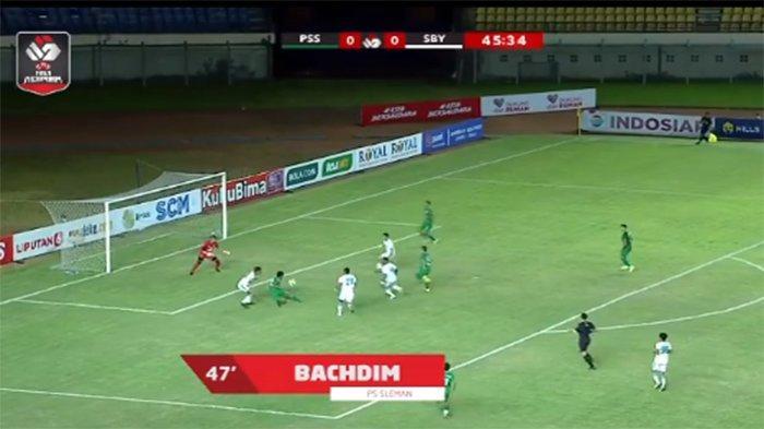 VIDEO GOL Penalti Kontroversial PSS vs Persebaya yang Dicetak Irfan Bachdim pada Piala Menpora 2021