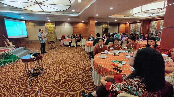Peduli dengan Generasi Muda, Hotel Santika Adakan Seminar Bertema Medsos