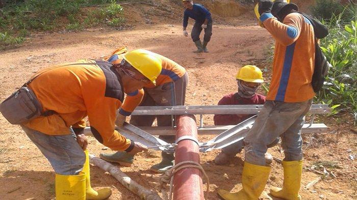 PLN Kalbar Bangun Jaringan Listrik di Desa Kumang Jaya Kapuas Hulu