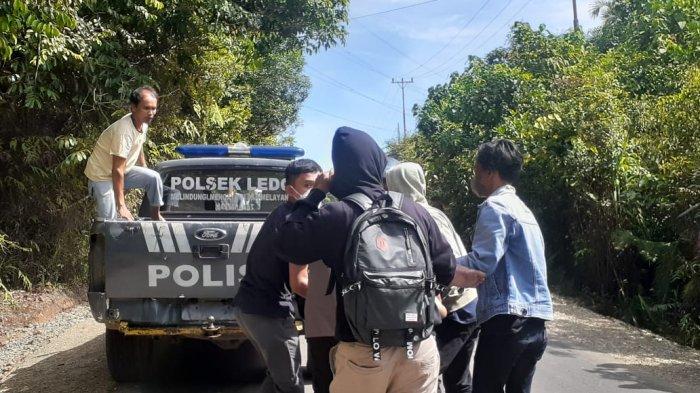 Respon Cepat, Polisi Datangi TKP Laka Lantas di Jalan Raya Ledo dan Beri Pertolongan pada Korban