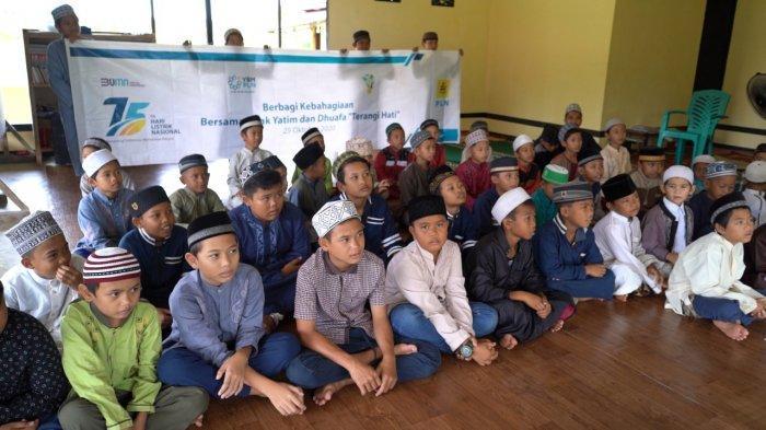 Hari Listrik Nasional, YBM PLN UP3B Kalbar Santuni Anak Yatim dan Dhuafa