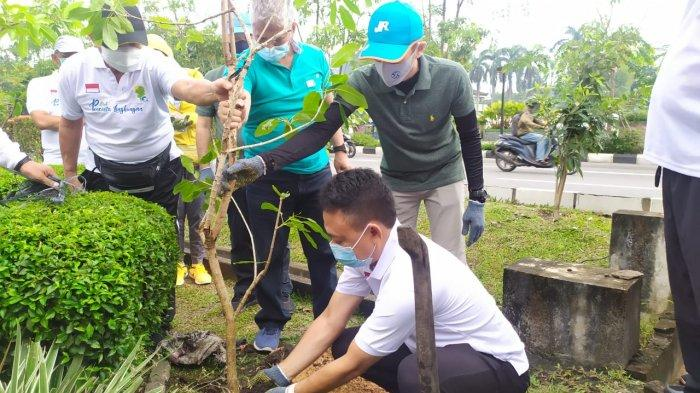 Rangkaian Perayaan Ulang Tahun Ke-60, Jasa Raharja Kalbar Tanam 350 Pohon Tabebuya