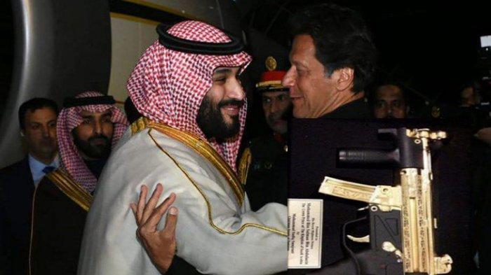 Pangeran MBS Terima Hadiah Kejutan Senjata Berlapis Emas