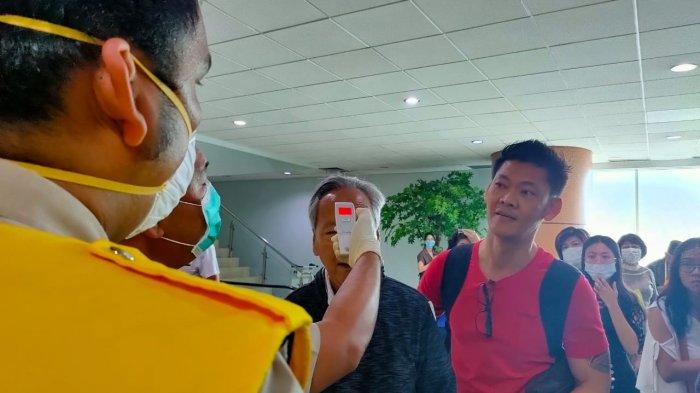 Suhu Tubuh di Atas Normal, Seorang Lansia Diobservasi Petugas Kesehatan Bandara Supadio