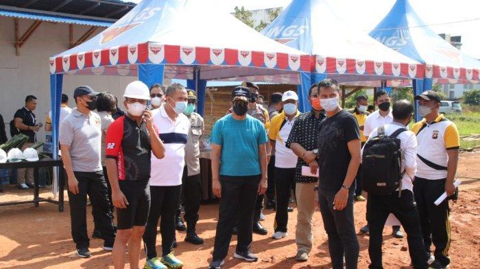 Kapolda Kalimantan Barat Irjen Pol Dr. R. Sigid Tri Hardjanto meninjau proses pembangunan Mako Polres Kubu Raya yang terletak di jalan Mayor Alianyang, Dusun Seila, Desa Durian, Kecamatan Sungai Ambawang, Sabtu 9 Oktober 2021.