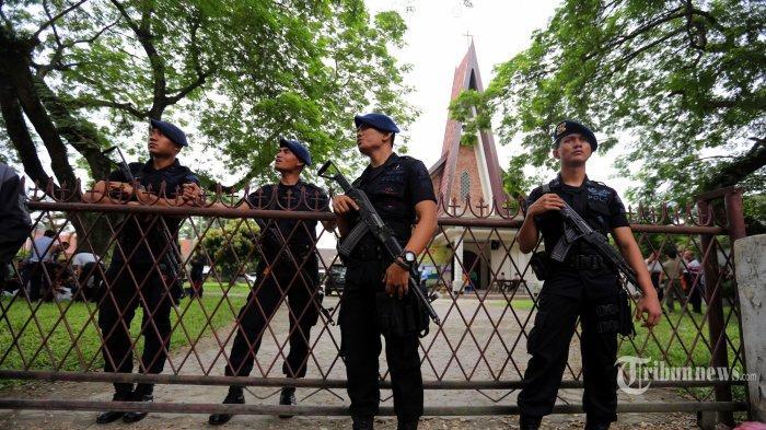 Polisi Periksa Lima Pria dan Lima Perempuan Bercadar