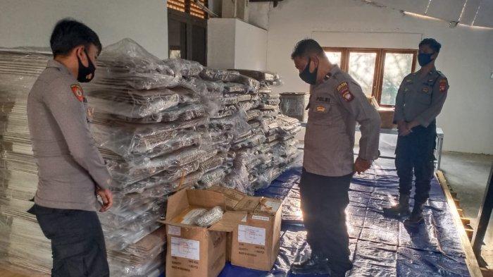 Logistik Pilkada Mulai Berdatangan di KPU Sekadau, Polres Sekadau Siap Berikan Pengawalan