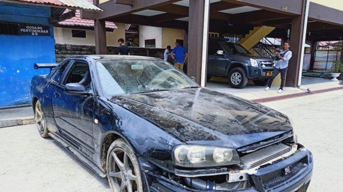 BREAKING NEWS - Penyelundupan Mobil Mewah Malaysia-Indonesia Terbongkar, Ditutupi Pakan Ternak