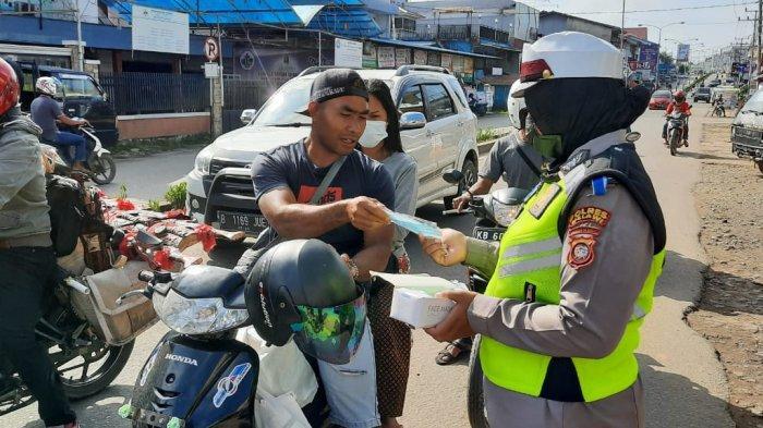 Aksi simpatik digelar Satlantas Polres Melawi dalam rangka