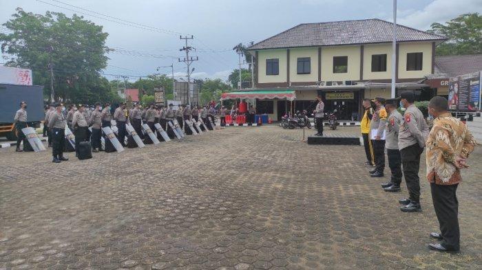 Kapolres Sanggau Pimpin Apel Pemberangkatan Anggota Dalmas untuk BKO ke Polres Sintang, Ini Pesannya