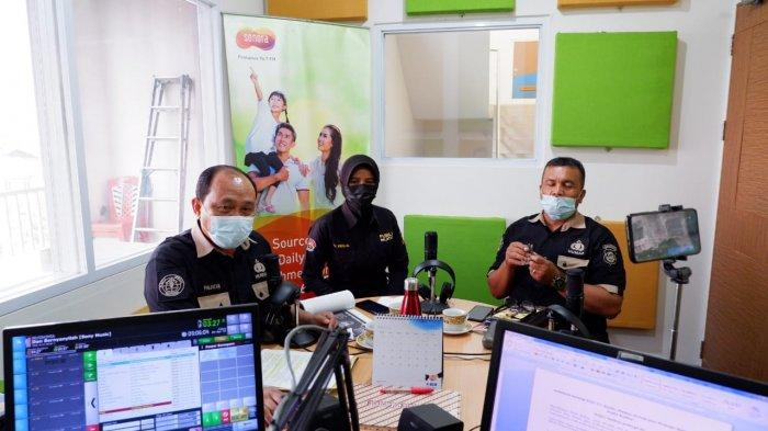 BidHumas Polda Kalimantan Barat mensosialisasikan Aplikasi Polri TV/Radio, Dumas Presisi dan Website PID serta Tribrata News Kalbar, Jumat 9 April 2021.