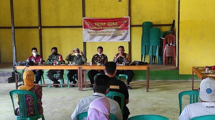 Tatap Muka dengan Warga di Desa Pemawan, Ini Pesan Yang Disampaikan Kapolsek Boyan Tanjung