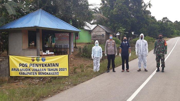 Polsek Ledo hadirkan pos penyekatan Mudik Hari Raya Idul Fitri 1442 Hijriah di Kecamatan Ledo, Kabupaten Bengayang, Senin 10 Mei 2021.