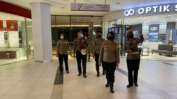 Polres Kubu Raya Tempatkan Sejumlah Polwan di Mall GAIA Bumi Raya City, Edukasi Prokes Pengunjung
