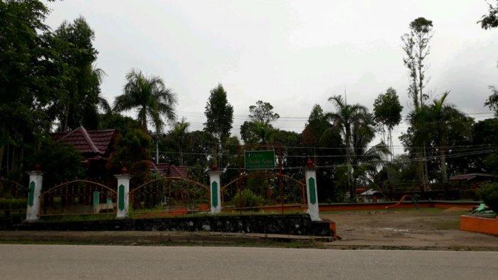 Yuk, Santai Sore di Pondok Perahu Layar dan Taman Sekayam Sanggau