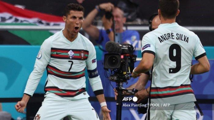 Kapten Timnas Portugal, Cristiano Ronaldo melakukan selebrasi setelah mencetak gol ke gawang Hungaria di penyisihan grup F Euro, Stadion Puskas Budapets, Selasa 15 Juni 2021. Pada laga itu, Ronaldo mencetak dua gol yang membuatnya menjadi pencetak gol terbanyak di Piala Eropa.