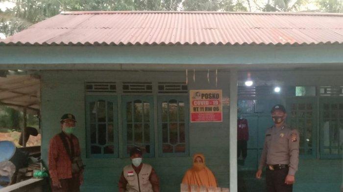 Bhabinkamtibmas Polsek Subah Sambangi Posko PPKM Mikro di Desa Binaan, Ingatkan PPKM Darurat