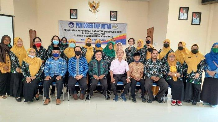 Dosen Prodi Pendidikan Sosiologi Melaksanakan Sosialisasi PPK Kepada Guru SMPN 3 Sungai Raya