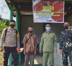 Bhabinkamtibmas dan Bhabinsa Kontrol Posko PPKM Skala Mikro di Desa Tekalong