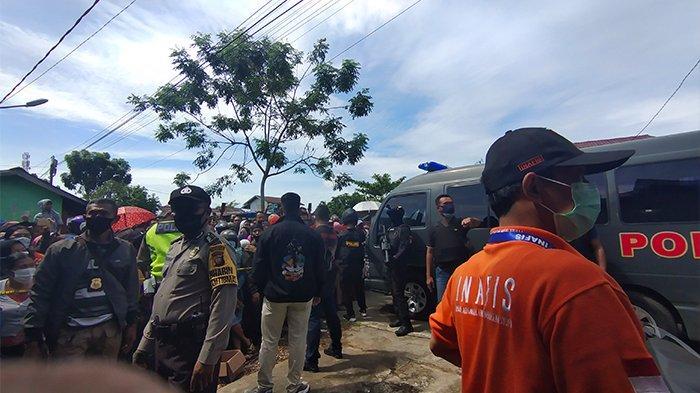 BREAKING NEWS - Polresta Gelar Pra Rekonstruksi Pembunuhan Ibu dan Anak di Pontianak