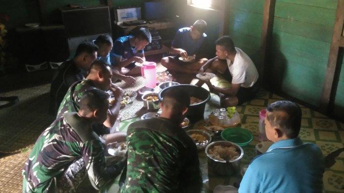 Makan Bersama, Satgas TMMD ke-105 Sintang Tunjukan Kemanunggalan TNI dan Rakyat
