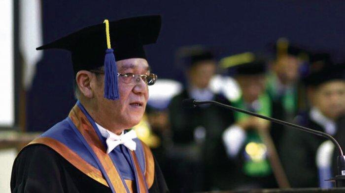 Thomas Effendy Sandang Gelar Doktor Honoris Causa Universitas Diponegoro - presiden-direktur-pt-charoen-pokphan-tjiu-thomas-effendy_20171123_184534.jpg