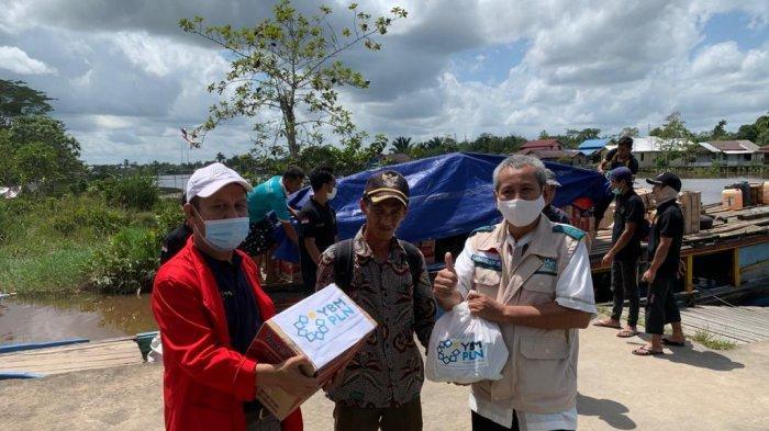 YBM PLN Gelar Program Bedah Rumah, hingga Salurkan Sembako bagi Korban BanjirSambas