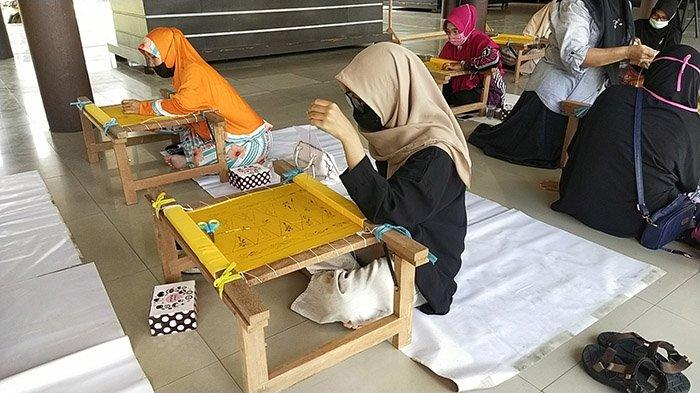 Museum Provinsi Kalbar Gelar Belajar Menyulam Kalengkang Yang Mulai Langka