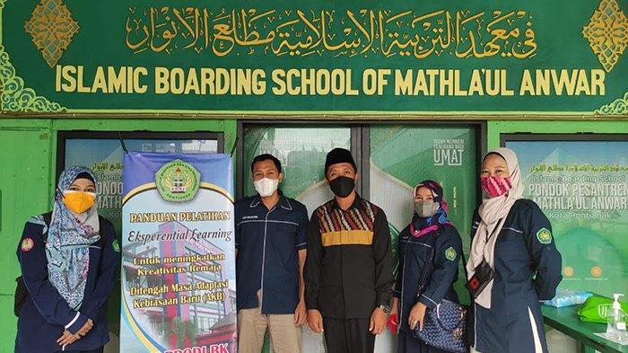 PRODI Bimbingan dan Konseling IKIP PGRI Pontianak Latih Kreatifitas Siswa MTs Mathlaul Anwar