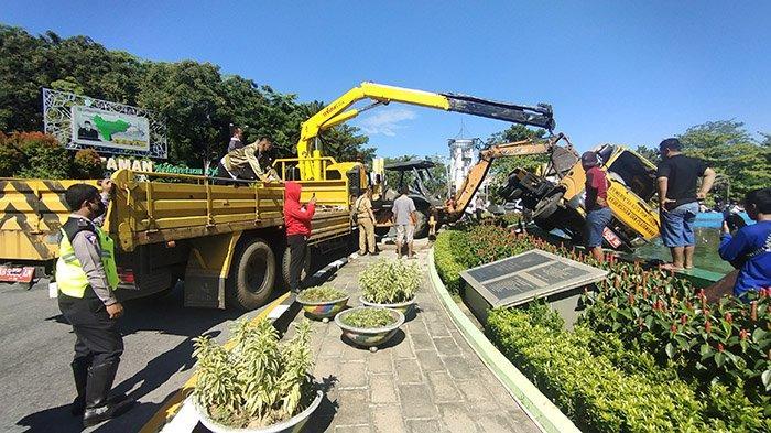 Alat Berat Dikerahkan Evakuasi Truk Pengangkut Sampah di Tugu Digulis, Arus Lalu Lintas Tetap Lancar
